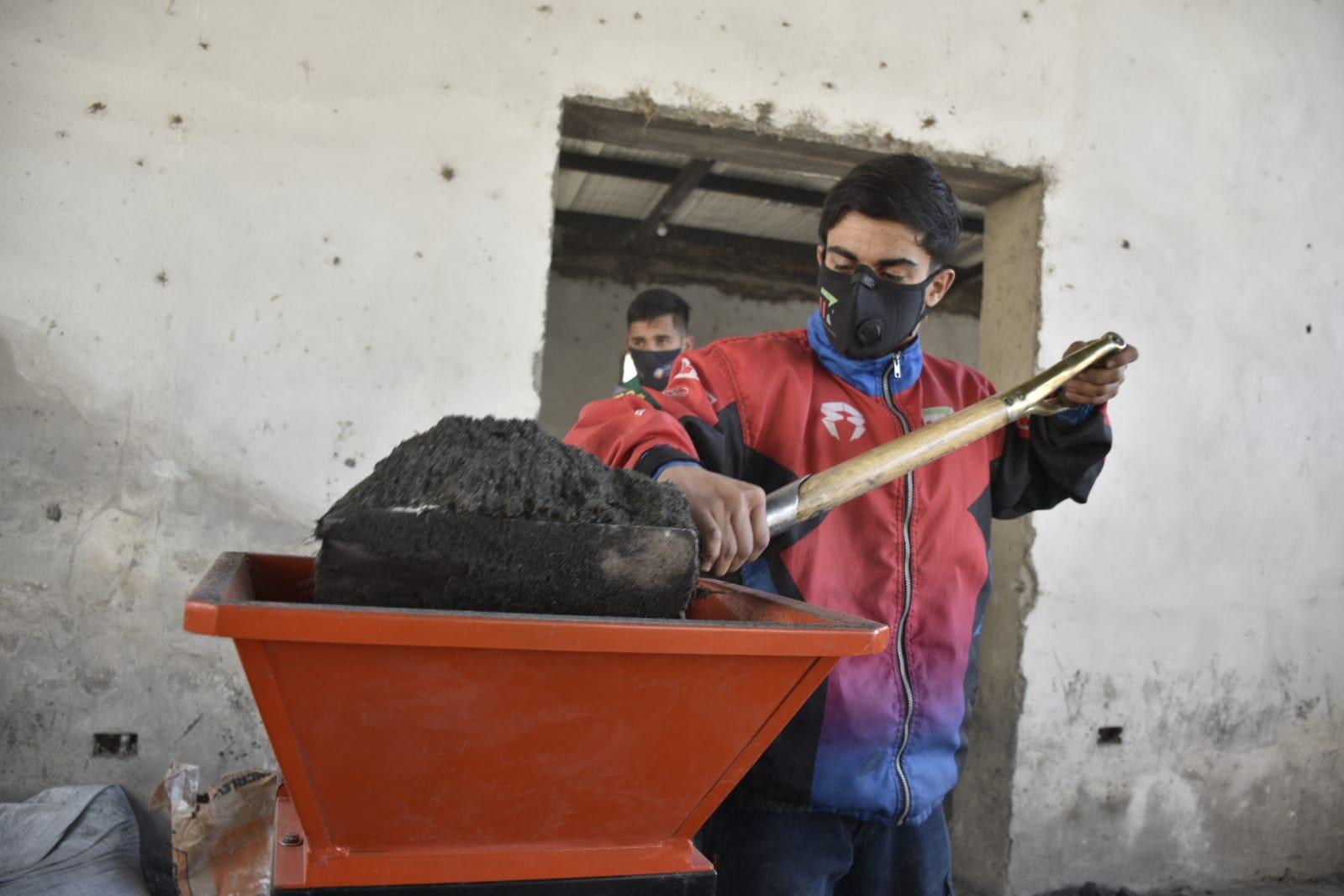 Tafí Viejo produce más de mil ladrillos ecológicos en el Complejo Ecoproductivo Municipal